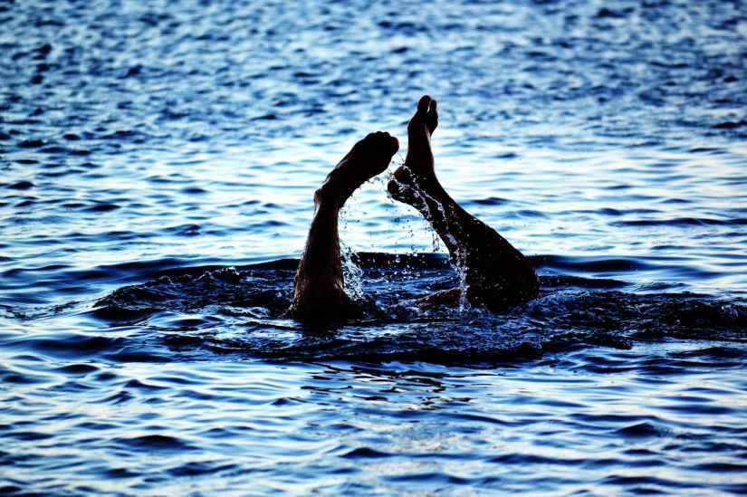 adult beach diving feet